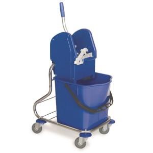 CARRO MONO CROMADO, Bastidor de tubo cromado, cubo de 25 litros, prensa de plástico, ruedas de 80 mm. Puede incorporar una cesta pequeña. Dimensiones: 41x38x90 cm