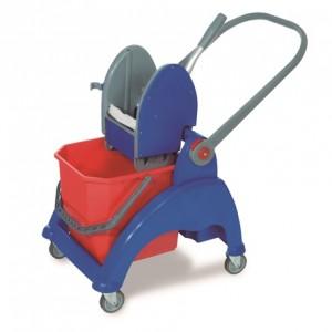 CARRO SKY-125 MP, Estructura de plástico reforzado, asa de plástico abatible, cubo de 25 litros, prensa de plástico, ruedas de 80 mm. Lleva incorporada una cesta posterior. Dimensiones: 55x46x88 cm